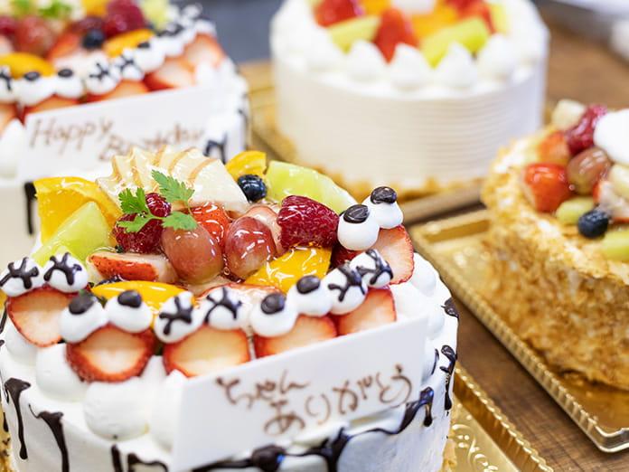 祖父母が孫のためにケーキを買うケースもとても多く、長い間、地域で愛されてきたのが当店の誇りです
